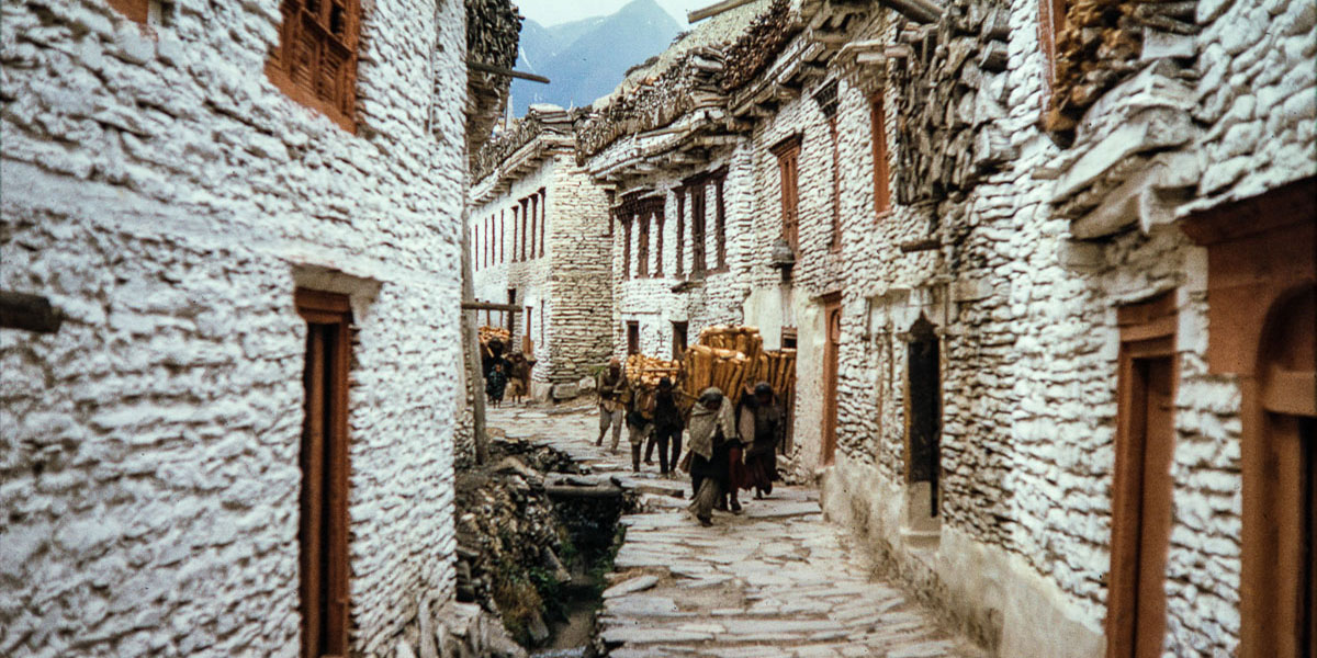 http://redhouselodge.com/images/blog/Marpha/marpha-village1.jpg